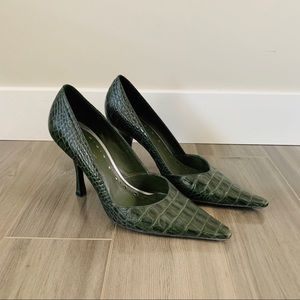 BCBG Crocodile Green Pointed Toe Pumps Size 7.5
